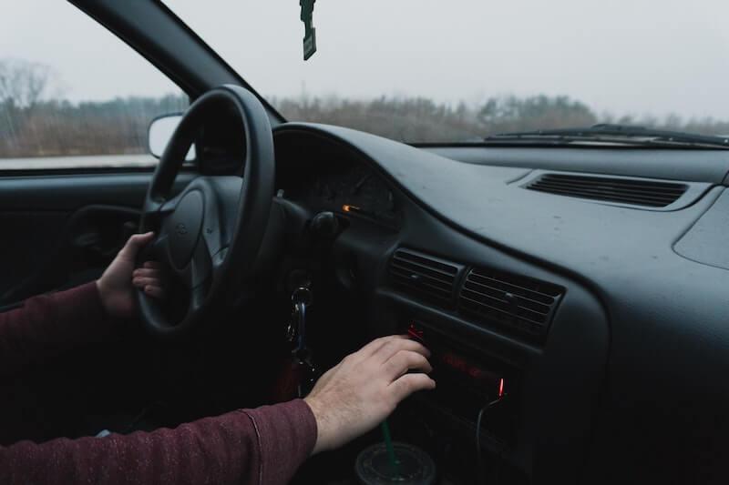 interior vehículo volante