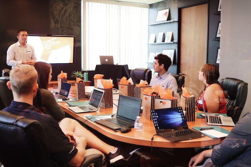 mesa reuniones equipo trabajo