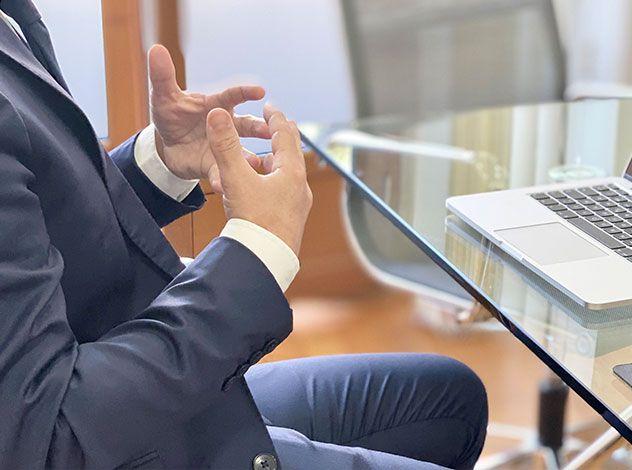 empresarios-consultando-aseleconecta