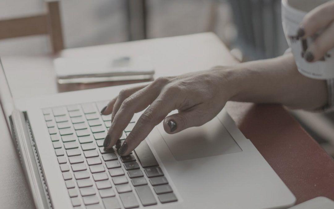 teclado mano mujer